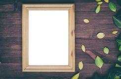 棕色木表面上的空的木制框架 图库摄影