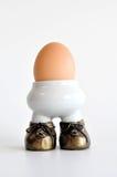 棕色杯子鸡蛋查出的白色 免版税图库摄影