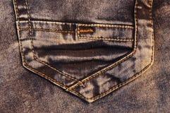 棕色牛仔裤的后面口袋 免版税库存照片