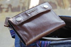 棕色皮革钱包 免版税库存图片