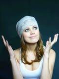 棕色盖帽灰白头发的粘贴妇女 库存照片