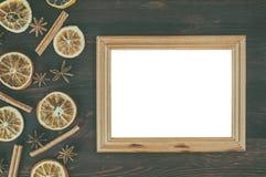 棕色表面上的空的木制框架 图库摄影
