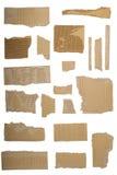 棕色被撕毁的纸板波纹状的部分 图库摄影