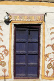 棕色门 库存图片