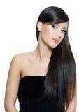 棕色头发长的平直的妇女 免版税库存图片
