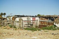 棚户区波状钢房子 图库摄影
