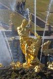 森山喷泉 中央喷泉宫殿和公园ensemb 库存图片