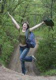 森林公路的女孩 免版税图库摄影