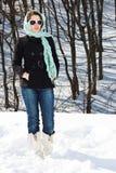 森林冬天妇女 库存照片