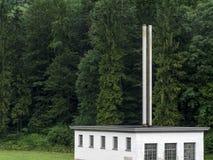 森林和工厂 免版税库存图片