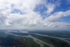 森林和河的鸟瞰图 库存图片