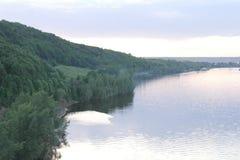 森林和河 免版税库存照片