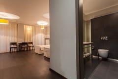 森林地旅馆- Apartament 库存照片