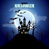 森林有城堡和月亮万圣夜背景 免版税库存图片