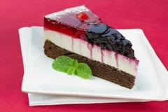森林果子蛋糕部分  免版税库存照片
