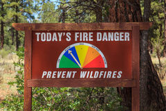 森林火灾危险标志 图库摄影