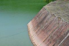 森林王国是在河安装的易北河的一个水库水坝 库存图片