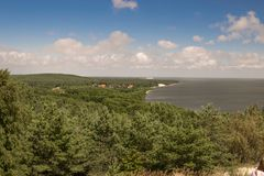 森林的看法和波罗的海沿岸航行 图库摄影