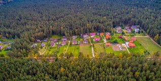 森林鸟瞰图的议院 图库摄影
