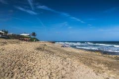 延森海滩bathub礁石 免版税图库摄影