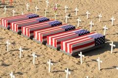 棺材和十字架在圣塔蒙尼卡海滩 免版税库存图片
