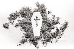 棺材,与在灰做的十字架的小箱标志 添加黑色纸板概念尸体死亡英尺难倒谷物图象佩带空白木的绳索标签 免版税图库摄影