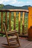 椅子儿童山室外晃动的s wnc 库存照片
