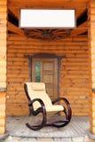 椅子制造  在木背景的摇椅 库存照片