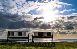椅子和灯塔Tynemouth 库存图片