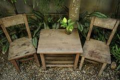 椅子和表 免版税库存照片