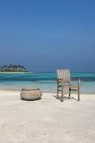 椅子和水罐 免版税库存照片
