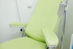 椅子在一个医疗办公室 库存照片