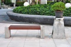 椅子在庭院里 免版税库存照片