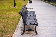 椅子在庭院里 库存照片