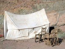 椅子塑造了老帐篷 免版税库存照片