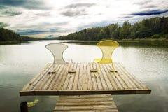 椅子夫妇在一块木地板的 免版税库存照片