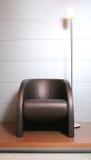 椅子容易的落地灯皮革trendys 免版税库存图片