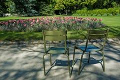 椅子庭院老巴黎人 图库摄影