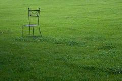 椅子庭院金属 免版税库存照片