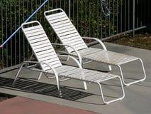 椅子池端 免版税图库摄影