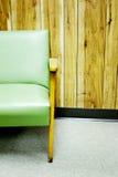 椅子绿色面板墙壁 图库摄影