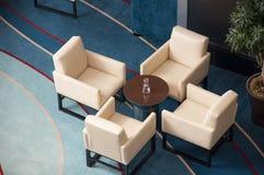 椅子表茶 免版税图库摄影