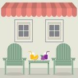 椅子设置用果汁在遮篷和Windows下 免版税库存图片