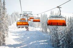 椅子滑雪电缆车 图库摄影