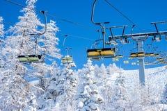 椅子滑雪电缆车 免版税库存照片