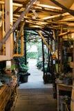 植物布置在一家花店在瓦埃勒,丹麦 库存照片