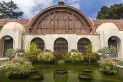植物的修造的外部举世闻名的巴波亚公园圣迭戈加利福尼亚 库存图片