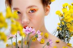 植物群,特写镜头画象的图象的美丽的女孩 免版税库存照片