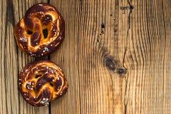 椒盐脆饼,传统德语被烘烤的面包 免版税图库摄影