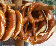 椒盐脆饼,公平的啤酒的传统快餐 免版税库存照片